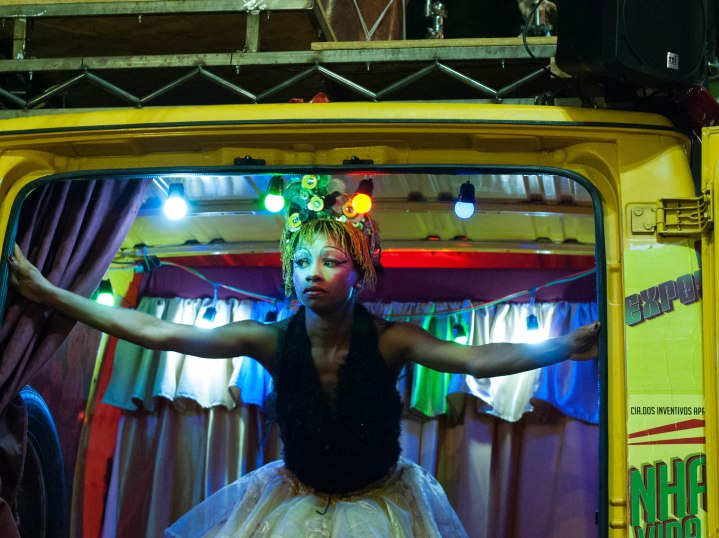 "A atriz Aysha Nascimento na peça ""Azar do Valdemar. Foto por Christiane Forcinito."