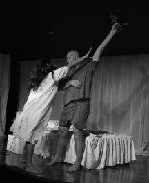 """A peça """"Fogo cruel em lua de mel"""", de Nazareno Tourinho, com a Cia. Fé Cênica."""