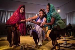 Oju Orum, peça com dramaturgia de Tadeu Renato